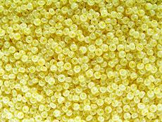 bledě žlutý